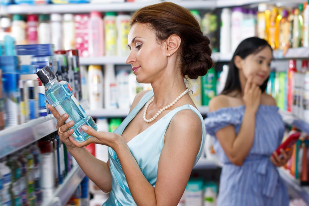 What to Look for in a Teeth-Whitening Mouthwash